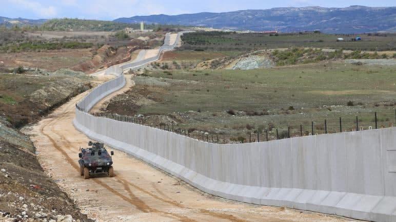نظام الأسد فشل في إعادة إحكام قبضته على حدود سوريا
